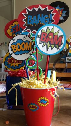 Centerpiece for superhero party Superhero Party Food, Superhero Party Decorations, Superman Party, Superman Birthday, Avengers Birthday, Superhero Centerpiece, 5th Birthday, Gateau Baby Shower, Festa Pj Masks