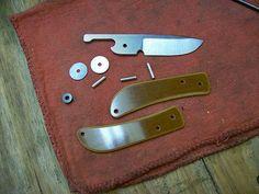 """Képtalálat a következőre: """"friction folder knife plans"""" Diy Knife, Wood Knife, Cool Knives, Knives And Swords, Friction Folder, Knife Template, Blacksmithing Knives, Opinel, Knife Patterns"""