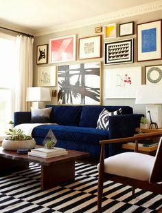 Striped rug ❤️ blue velvet sofa, amazing gallery wall