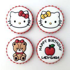 「ハローキティ」のアイシングクッキーギフトセット。  #hellokitty #ハローキティ #キティちゃん #ladygaga #クッキー #アイシングクッキー #cookie #cookies #decoratedcookie #decoratedcookies #sugarcookie #sugarcookies #icingcookie #icingcookies