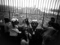 Topless Woman Atop Empire State Building // Me encantó esta foto de Nueva York