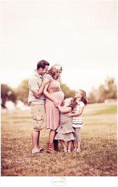 cute maternity picture @Tobi McDaniel McDaniel Rimington