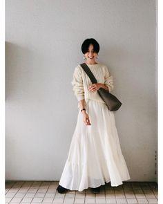 @高山都: 天気がいいから青空に映える真っ白な日。 #都ふく ほっこり見えないように、アクセや靴で引き締めた。 knit &skirt→ @jilky_official ... 天気がいいから青空に映える真っ白な日。 #都ふく ほっこり見えないように、アクセや靴で引き締めた。 knit &skirt→ @jilky_official coat→ @johnbull_private_labo_womens bag→ @celine boots→ @acnestudios pierce→ @r.alagan このバッ Cute Fashion, Daily Fashion, Fashion Beauty, Girl Fashion, Vintage Fashion, Womens Fashion, Short Hair Outfits, Long Skirt Outfits, Fashion Poses