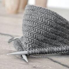 p/diy-anleitung-fischgratmuster-stricken-und-warum-man-nie-genug-topflappen-haben-kann-mxliving - The world's most private search engine Diy Tricot Crochet, Crochet Pullover Pattern, Poncho Crochet, Scarf Knit, Man Scarf, Loop Scarf, Crochet Beanie, Crochet Blankets, Baby Blankets