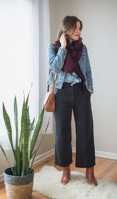 Everlane's Take on the Wide Leg Crop - Seasons + Salt Ever since the rise of the Kamm Pants, wide leg pants have been cropping up everywhere. Wide Pants Outfit, Jeans Outfit Winter, Jean Jacket Outfits, Trouser Outfits, Casual Outfits, Work Outfits, Cropped Wide Leg Jeans, Wide Leg Pants, Wide Legs