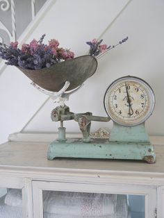 Chateau Chic: Glimpses of Summertime In Our Cottage Shabby Vintage, Vintage Farmhouse, Vintage Decor, Farmhouse Decor, Farmhouse Style, Shabby Chic Kitchen, Shabby Chic Homes, Shabby Chic Decor, Powder Room Decor