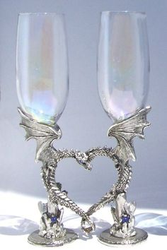 squeeeeeee i lurves these awesome nerdy dragon toasting flutes!  i needs them.