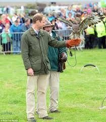 Prince William takes part in a falconry display - Pesquisa Google