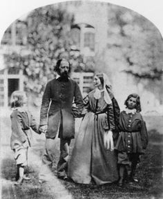 Alfred y Emily Tennyson con sus hijos en Farringford