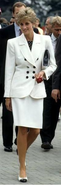 Diana in broad shoulders!