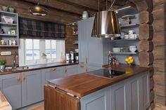 Forest Land: The Dream Cabin! Dutch Kitchen, Wooden Kitchen, Timber Cabin, Cottage Interiors, Love Home, Modern Kitchen Design, Future House, Sweet Home, Shabby