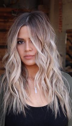 Flawlessly Beautiful Long Wavy and Shaggy Blonde Hairstyles - balayage hair underlights Hair Color Balayage, Blonde Balayage, Brown To Blonde Ombre Hair, Bayalage Brunette, Blond Hairstyles, Long Wavy Hairstyles, Hair Trends 2018, Hair 2018, Hair Looks