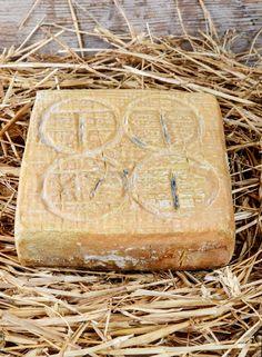 Taleggio D.O.P. Ingredienti: LATTE pastorizzato, caglio, sale
