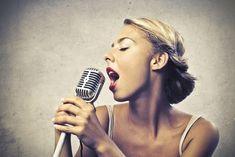 Un cours de chant en ligne - Un immense cours de chant en ligne Découvrez, dans ce cours de chant en ligne, entre autres: Comment vous pourrez apprendre à chanter facilement, à travers une méthode simple et structurée, qui a fait ses preuves auprès de plusieurs centaines d'élèves Comment améliorer votre justesse Comment augmenter votre tessiture, essentiellement vers le haut, et en pleine voix Comment respirer « avec votre ventre » (respiration abdominale) Comment ...