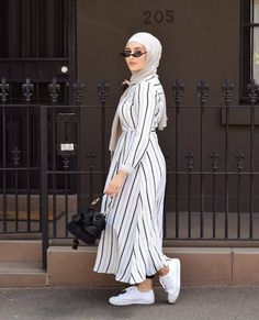 Pin by yuagafonva on image, hijab and muslim хиджаб платье, Modern Hijab Fashion, Muslim Women Fashion, Hijab Fashion Inspiration, Islamic Fashion, Abaya Fashion, Modest Fashion, Hijab Chic, Hijab Style Dress, Mode Outfits