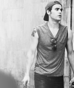 Idk why, but this photo of Paul Wesley reminds me of J. Vampire Diaries Stefan, Vampire Diaries Cast, Vampire Diaries The Originals, Beautiful Boys, Gorgeous Men, Pretty Boys, Stefan Salvatore, The Salvatore Brothers, Hot Vampires
