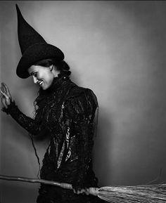 Idina Menzel (Wicked) Love her as Elphaba <3