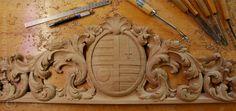 Supraporte | Overdoor carved in oak | Family coat of arms in overdoor element | http://www.patrickdamiaens.be
