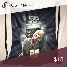 The Walking Dead - Universal Studios Cinch Bag T-shirt Fabric. Much room. Never used. From Universal Studios Halloween Horror Nights 2015. Official merchandise. Bags Backpacks