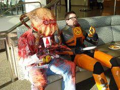 Gordon Freeman and Headcrab Guy Half Life Cosplay on Global Geek News.