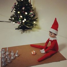 Pin for Later: 45 Photos Proving the Elf on the Shelf Isn't Afraid to Sweat a Little Bowling with candy is much healthier than eating it! Noel Christmas, All Things Christmas, Christmas Holidays, Christmas Ideas, Happy Holidays, Christmas Decor, Elf On The Shelf, Shelf Elf, Holiday Crafts