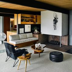 The Hailey House located in Los Angeles and designed by architect Richard Neutra in Photo: Douglas Friedman Interior Styling, Interior Decorating, Interior Design, Palm Springs, Living Room Designs, Living Spaces, Modern Cottage, Mid Century House, Inspired Homes