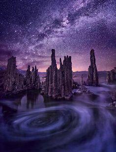 Magiczny widok na Kalifornijskie Mono. Wiek tego słonego jeziora  szacuje się na 760 000 lat! Pomyślcie tylko, że pierwszą herbatę, według Chińskiej legendy, zaparzono około 2737 roku p.n.e  Zdjęcie - Marc Aadamus.