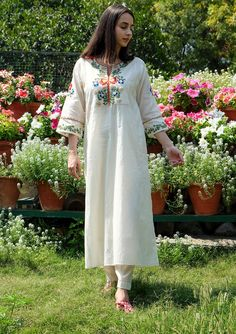 Lehenga Choli With Price, Simple Indian Suits, Simple Tunic, Kurti Styles, Stylish Kurtis, White Kurta, Simple Kurti Designs, Silk Kurti, Kurti Designs Party Wear