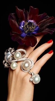 There is just something about the combination of red nail polish and white pearls that gets me every, single time!