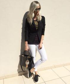 Black  white!  Blusa e blazer disponíveis para compra no site http://ift.tt/PYA077.  ____________________________  http://ift.tt/1ZUV6S9.  Whats (47) 99531716.  Solicite mais informações e orçamento. ____________________________