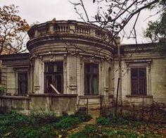 A trecut un an de la demolarea casei Patzelt de pe Str. Christian Tell demolished house in Bucharest Old Abandoned Houses, Abandoned Castles, Abandoned Mansions, Abandoned Buildings, Abandoned Places, Old Houses, Classic Architecture, Architecture Details, Capital Of Romania