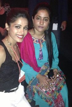 And here's a memory from last night. Humaira and I. Freida Pinto Movies, Indian Film Actress, Bollywood, Film Industry, Celebrities, Sari, Actresses, Pictures, Photos