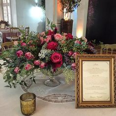 😱😱😱 essa mesa de convidados ficou um luxooooo!!! Decor @vivianegratz flores #comquefloreuvou #flores #flowers #casamento #arranjofloral #flowerarranging #noiva #wedding #festa