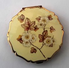 Vintage 'Stratton' Compact, Enameled finish, Queen Compact,  1970s Cream…