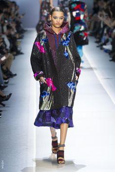 Leonard AW17 Daily Fashion, Fashion Week, Street Fashion, Casual Street Style, Beautiful Models, Beautiful Dresses, Leonard Paris, Valentino, Professional Women