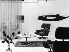 Vitra | An Eames Lounge Chair in fabric? Really? Metal Dining Chairs, Eames Chairs, Chair And Ottoman, Upholstered Chairs, Vitra Design Museum, Plywood Chair, Chair Pictures, Charles & Ray Eames, Soft Seating