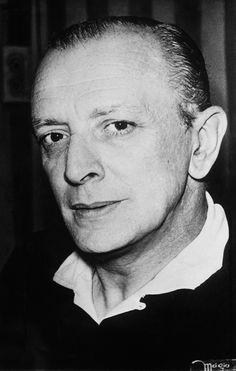Mário Lago   Nasceu no Rio de Janeiro, 26 de novembro de 1911 —  MORREU no Rio de Janeiro, 30 de maio de 2002 foi um advogado, poeta, radialista, compositor e ator brasileiro..