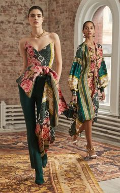 Oscar de la Renta Pre-Fall 2019 Fashion Show Collection: See the complete Oscar de la Renta Pre-Fall 2019 collection. Look 1 Oscar de la Renta Pre-Fall 2019 Fashion Show Collection: See the complete Oscar de la Renta Pre-Fall 2019 collection. Look 1 Fashion Moda, Look Fashion, High Fashion, Autumn Fashion, Fashion Design, Feminine Fashion, Cheap Fashion, Fall Fashion Colors, Feminine Style