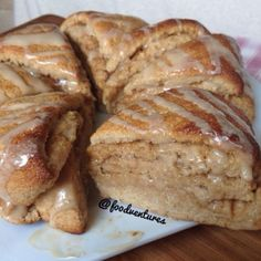 Need a Monday pick me up? Try out these 😍 Cinnamon roll scones - makes 8 minis Scones - 1 cup protein packed pancake mix -… Birthday Breakfast For Husband, Husband Birthday, Mini Scones, Cake Recipes, Dessert Recipes, Banana Recipes, Bread Recipes, Kodiak Cakes, Think Food