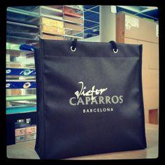 #Bolsas de tejido sin tejer fabricadas a medida para la firma Víctor Caparrós
