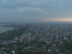 Porto Alegre amanheceu com tempo parcialmente nublado nesta terça (18) (Foto: Reprodução/RBS TV)