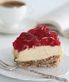 A wonderful recipe for a New York style cheesecake by Amy Wisniewski. This cheesecake is nice and tangy and i really love the fact it uses fresh strawberries. Even though the baking method may take a little longer than usual you get a nice smooth. Cookies And Cream Cheesecake, Homemade Cheesecake, Easy Cheesecake Recipes, Strawberry Cheesecake, Dessert Recipes, Nutella Cheesecake, Pumpkin Cheesecake, Cheesecake Recipe From Scratch, Baked Strawberries