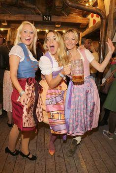 Oktoberfest-Bilder: Pep Guardiola, Karl-Heinz Rummenigge, Uschi Glas & Co. German Oktoberfest, Oktoberfest Food, Oktoberfest Costume, Festival Costumes, Festival Outfits, Drindl Dress, October Festival, Beer Maid, Beer Girl
