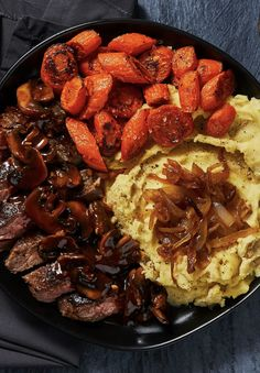 Bavette Steak in a Mushroom Sauce Easy gourmet beef recipe with caramelized onion mashed potatoes an Gourmet Recipes, Healthy Dinner Recipes, Beef Recipes, Cooking Recipes, Gourmet Foods, Caramelized Onions Recipe, Hello Fresh Recipes, Mushroom Sauce, Beef Dishes