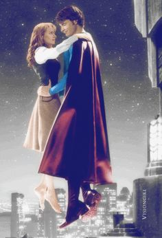 Lois and Clark - Smallville Fan Art - I like how he's in his Superman suit, but not showing off his tights.I just can't really see Tom Welling's Clark Kent in tights and his underwear outside. Superman Suit, Superman Family, Superman Man Of Steel, Batman And Superman, Clark Superman, Lois And Clark Smallville, Lois E Clark, Superman Pictures, Comic Pictures