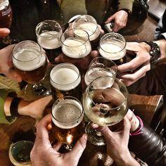 Brindemos por un Club de Lectura único #sueñate #clubdelectura #felicidad #sociologia #comunicacion #IamAD