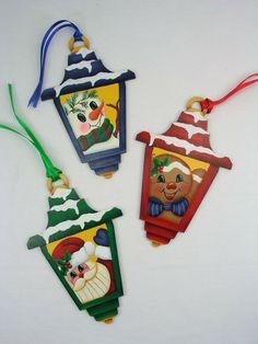 Christmas Lamp, Christmas Ornaments To Make, Christmas Star, Fun Crafts, Christmas Holidays, Christmas Crafts, Hand Painted Ornaments, Felt Ornaments, Painting Patterns