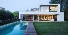 Casa Tana (Tana House) by Estudio PKa. House Layout Plans, House Layouts, Contemporary House Plans, Modern House Plans, Bali House, Duplex Design, Modern Villa Design, Design Exterior, Container House Design