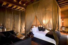African Decor / Romantic I'd say? Dream Bedroom, Home Bedroom, Master Bedroom, Bedroom Decor, Bedroom Ideas, Quirky Bedroom, Bedroom Romantic, Bedroom Designs, Bedroom Furniture