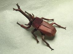 These insects look real, but they are just made out of paper! Brian Chan loves to make origami. Brian has been working with paper since he was a young boy. Paper Folding Crafts, Paper Crafts Origami, Oragami, Origami Art, Paper Crafting, Brian Chan, Origami Insects, Origami Dragon, Insect Art